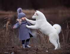However, there are many cute animals out there we love to see as well. Do you love cute animal photos? Dogs And Kids, Animals For Kids, Cute Baby Animals, Animals And Pets, Funny Animals, Child And Dog, Animals Photos, Beautiful Children, Animals Beautiful