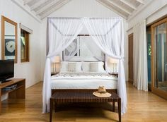 How dreamy is the master bedroom of Christie Brinkley's Caribbean beach house? Click through for our round up of best celebrity bedrooms! | Lonny.com