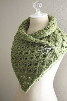 Lattice Cowl / Scarf Knitting Pattern Love the pin!!!  Pattern is maybe a little advanced for me.
