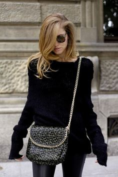 Chiara Ferragni love everything about this... Oversized black sweater/leopard purse/hair and glasses