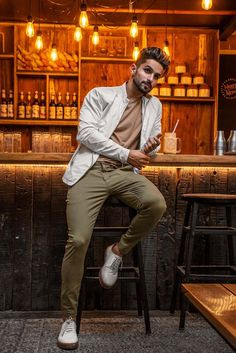 Best Poses For Men, Good Poses, Best Photo Poses, Male Models Poses, Male Poses, Portrait Photography Poses, Photography Books, Photography Editing, Phone Photography