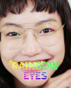 신나는 페스티벌 시즌이 다가오고 있습니다!과하지 않으면서 유니크한 아이 메이크업을 찾고 있다면 #레인보우아이즈 에 도전해 보세요다양한 색상의 페이스 페인트로 언더라인을 칠해준 뒤 눈두덩에 투명 글로스를 발라주기만 하면 끝! 신나게 뛰어 놀다가 땀과 피지로 번지면 오히려 더 예뻐지는 마법의 메이크업이랍니다 (Ina Kong Joonhee Yoo Jingjingyu Jawon Lee Eunyoung Choi) _ Try these #rainboweyes for the #festival season. Use different shades of face makeup on the lower lash line and add clear gloss to the eye lid. #Vogue #VogueKorea #化妆 #彩虹  via VOGUE KOREA MAGAZINE OFFICIAL INSTAGRAM - Fashion Campaigns  Haute Couture  Advertising…