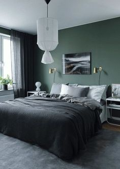 Green wall design: How to use color effectively - DECO HOME - green-wall paint -… Informations About Wandgestaltung Grün: So setzen Sie die Farbe effektvoll ei - Home Decor Bedroom, Modern Mens Bedroom, Home Bedroom, Bedroom Interior, Bedroom Design, Green Bedroom Walls, Bedroom Green, Home Decor, Modern Bedroom Decor
