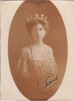 Princess Victoria von Schaumburg Lippe, wearing a diamond tiara with five floral motifs, the base of which was re-used as the tiara worn by Betina Schaumburg Lippe, Prince Alexander's mother