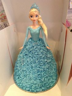 For Those Serious About Cupcakes Elsa Birthday Cake, Frozen Themed Birthday Party, Frozen Party, 5th Birthday, Frozen Barbie Cake, Frozen Cake, Pastel Frozen, Elsa Frozen, Dolly Varden Cake