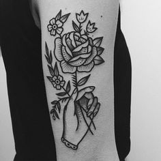 Shared by m_maads. Find images and videos on We Heart It - the app to get lost in what you love. Pretty Tattoos, Love Tattoos, Beautiful Tattoos, Body Art Tattoos, New Tattoos, Tatoos, Traditional Black Tattoo, Traditional Tattoo Flowers, Tatuaje Old School