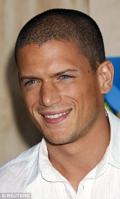 He melted hearts as the tattooed Michael Scofield in Prison Break, and now Wentworth Miller is still showing he has sex appeal even with a salt and pepper haircut. Michael Scofield, Pretty People, Beautiful People, Wentworth Miller Prison Break, Leonard Snart, Pose, My Guy, Gorgeous Men, Pretty Men