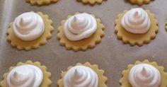 Variation von Feenküsschen von Sonnabliamle auf www. Christmas Cookies, Merry Christmas, Xmas, Biscuit Cookies, Marzipan, Toffee, Mini Cupcakes, Biscotti, Allrecipes