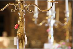 ♥♥♥ Vintage Kerzenständer - schönes Detail mit alter Spitze http://www.weddstyle.de/kerzenstaender-mieten.html