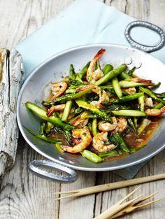 Rezept für Garnelen-Spargel-Pfanne bei Essen und Trinken. Ein Rezept für 4 Personen. Und weitere Rezepte in den Kategorien Fisch, Gemüse, Gewürze, Kräuter, Meeresfrüchte, Schalen- und Krustentiere, Hauptspeise, Braten, Dünsten, Kochen, Einfach, Schnell.