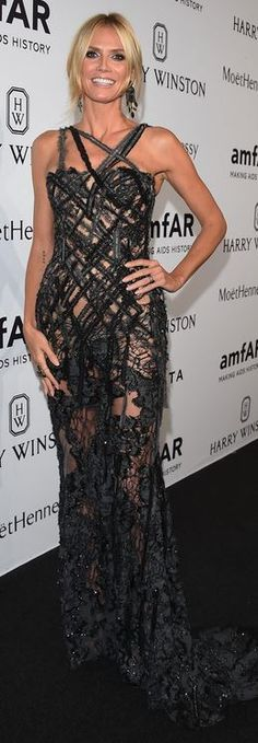 Who made  Heidi Klum's black lace gown?