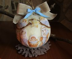 Palla decorativa natalizia con Presepe realizzata in panno lana e personaggi in moosgummi, by La casa dei gufetti, 25,00 € su misshobby.com