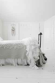 Pretty #shabby #white #bedroom