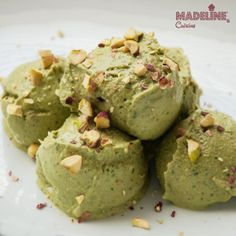 Inghetata raw de fistic - Madeline's Cuisine Raw Dessert Recipes, Healthy Desserts, Raw Food Recipes, Yummy Recipes, Raw Pistachios, Pistachio Ice Cream, Healthy Ice Cream, Banana Slice, Ice Cream Recipes