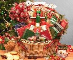 This year-round favorite is all dressed up in its holiday best and can handle any event from a family get-together to the company party. Send your warmest holiday wishes with a Holiday Celebration Holiday Gift Basket. Themed Gift Baskets, Christmas Baskets, Christmas Gift Baskets, Holiday Wishes, Holiday Gifts, Christmas Gifts, Christmas Ideas, Cheese Gift Baskets, Popcorn Gift