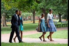 Barack et Michelle Obama : leur album de famille Obama Daughter, First Daughter, Michelle Obama, Obama Today, Barack Obama Family, Obama President, Vice President, Presidente Obama, Malia And Sasha