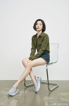 Song Hye Kyo Brings the Youthful Sporty Vibe to New Sneaker CF Female Pose Reference, Pose Reference Photo, Drawing Reference Poses, Drawing Poses, Hand Reference, Drawing Tips, Sitting Pose Reference, Song Hye Kyo Style, Fashion Model Poses