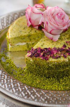 Marokkanischer Pistazienkuchen mit Kardamon und Rosenwasser Moroccan pistachio cake, recipe Moroccan cake, baking, recipes with rose water, recipes with cardamom Arabic Sweets, Arabic Food, Baking Recipes, Dessert Recipes, Cupcake Recipes, Semolina Cake, Pistachio Cake, Snacks Sains, Salty Cake