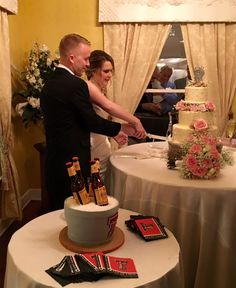 Lovely wedding couple Happily cutting their Cake