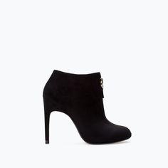 ZARA - DAMEN - STIEFEL MIT ABSATZ UND REISSVERSCHLUSS. Bootie with heel and zip. Black or sand. 11.2 cm = 4.4 in heel. 100% polyester exterior, 20% polyester and 80% polyurethane lining, 100% styrene butadiene rubber shoe sole.