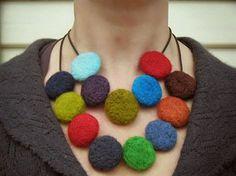 Manualidades fieltro, collar de colores