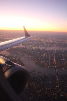 Top 15 New York city attractions With the holidays approaching, there are a number of picturesque places to visit with your family. An amazing city that I love Places To Travel, Places To See, Empire State Of Mind, Concrete Jungle, Travel Aesthetic, Belle Photo, Beautiful World, Adventure Travel, Airplane View