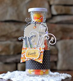 Decorated Candy Corn Bottle by Amy Sheffer for Papertrey Ink (August fetehalloween Bonbon Halloween, Halloween Food Crafts, Halloween Pin Up, Fete Halloween, Halloween Goodies, Halloween Celebration, Halloween Projects, Halloween Cards, Holidays Halloween