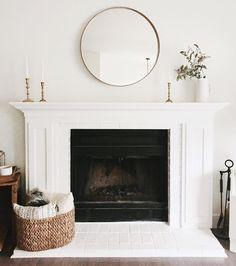 40 Best Modern Farmhouse Fireplace Mantel Decor Ideas 14 – Home Design Farmhouse Fireplace Mantels, Simple Fireplace, Fireplace Mirror, Fireplace Remodel, Fireplace Design, Above Fireplace Decor, Fireplace Outdoor, Fireplace Molding, Fireplace Drawing
