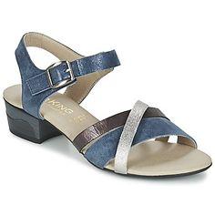Jokaiseen kauteen on oma lippulaiva-mallinsa. Nyt se on sandaali, joka tekee sensaatiomaisen debyytin vaatehuoneessamme, ja Dorking tarjoaa meille 100% nykyaikaista mallia sinisenä. Merkki on varustanut mallin Olivia kumipohjalla sekä remmeillä. Tässä kengässä ihastuttaa tekstiilisisäpohja ja todella mukava tekstiilivuori! Sydäntä lämmittää, kun jalalla on hyvä olla! - Väri : Laivastonsininen - kengät Naiset 84,99 €