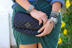look_do_dia_carol_farina_moda_jaqueta_jeans_saia_amarracao_rosaline_adidas_tenis_star_fashion_love_lee_acessorios_cade_meu_blush_blog_de_moda_camisa_jeans_lounge_capodarte_strappy_bra 1