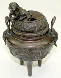 Japan Bronzenes incense holders with lid, Meiji time. Wreathed with dragon adorned, on the cap Tempelhund. Height 19.5 cm.  Dealer Teutoburger Mün...