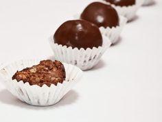 Bomboane Ferrero Rocher, poza 1 Ferrero Rocher, Fondant, Muffin, Food And Drink, Ale, Breakfast, Pets, Animals, Morning Coffee
