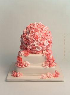 47aea7a40bb35aed1beafac020f9b11d--rosette-wedding-cakes-rosette-cake.jpg (400×540) #weddingcakes