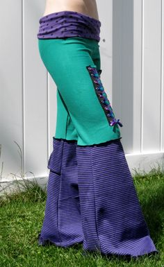 Green Purple and Black Corset pants DIY lace up part on the bottom? Flowy Pants, Shorts With Tights, Leggings, Diy Lace Up, Corset Pants, Wide Leg Yoga Pants, Yoga Pants Outfit, Black Thread, Black Corset