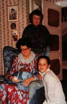 """Great Aunt Delta (standing), her oldest sister, Minnie May (Elvis' grandmother """"Dodger""""), and Lisa"""