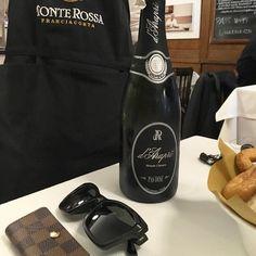 Arrivare troppo presto a un appuntamento. Fermarsi per caso in un posto e sentirti a casa. @daraprispumanti @monterossafranciacorta #wine #sparkling #happy #food #chef @foodsudsystem