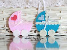 Keçeden renkli puset bebek şekeri magnetler sizlerle. Bebek mevlüdünde veya partilerinde kullanabileceğiniz puset şeklinde bebek şekeri Farklı renklerde keçenin dokusunu hissetmek isteyen anne babalar için ideal. Uygun fiyatlı keçe bebek şekeri magnet arayanlar için sevimli çözüm :)
