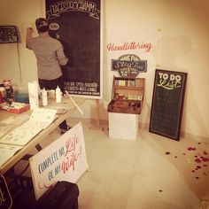 #makeyourownsign @rylsee and me at the @love_circus #lovecircusbash in #berlin #todolist #bemywife #wedding #handlettering #brushlettering #chalkboard
