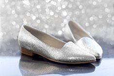 ¡Una segunda opción más cómoda!   #ballerinas #flats #bailarinas #balerinas #fashionwedding #Ballerine #novia #Sapatilhas #Baletas #bodas #lookcómodo #boda #bridal2018 #wedding #boda #fashion #bride #bridal #weddingday #complementosdenovia #noviasconestilo #novia #vestidodenovia #weddinggown #novia #novias2018 #vestidos2018 #modanupcial #Bailarinas #shoes #lookdenovia #wedding #boda #weddingday #casamientoscomar #casamientos2018 #weddingdress