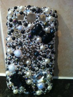 black & white pearl mix all cases are custom made please comment to ask any questions