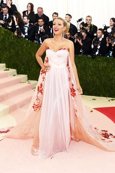 Blake Lively attends the 'Manus x Machina: Fashion In An Age Of Technology' Costume Institute Gala at Metropolitan Museum of Art on May 2, 2016 in New York City.