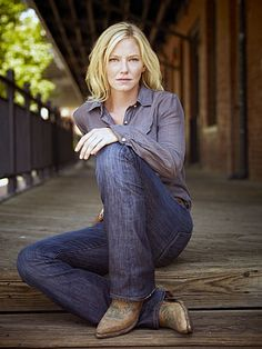 Kelli Giddish as Annie Frost - miss chase!
