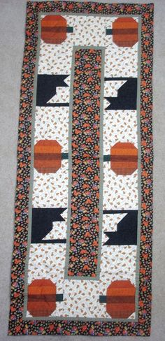BLACK CATS AND PUMPKINS ON PARADE *HALLOWEEN*TABLE RUNNER QUILT PATTERN~OCTOBER  #CountryStittches