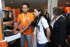@lisasurihani going to all the booths at the event at PWTC
