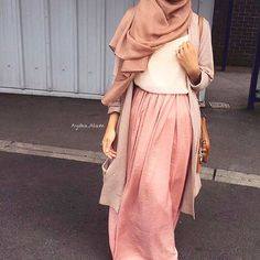 alam - ~ -/- Fashionable Muslim Clothing for All Women \. Casual Hijab Outfit, Hijab Chic, Hijab Dress, Ootd Hijab, Islamic Fashion, Muslim Fashion, Fashion Muslimah, Muslim Girls, Muslim Women