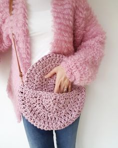 Half Moon Bag Crochet pattern by Make.E # crochet handbags Half Moon Bag Crochet pattern by Make. Bag Crochet, Crochet Purse Patterns, Crochet Shell Stitch, Christmas Knitting Patterns, Crochet Handbags, Crochet Purses, Love Crochet, Crochet Crafts, Crochet Projects