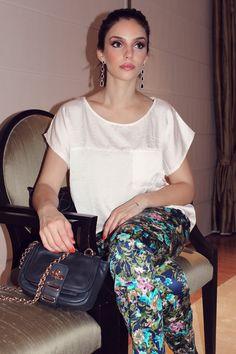 As escolhas de Carol Celico no Moda Agora.    Vem ver! Caroline Celico, Fashion Art, What To Wear, Sequin Skirt, Sequins, Elegant, My Style, Skirts, Stuff To Buy