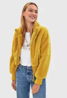 Check out Bershka's new women's jackets for Spring/Summer Longline, cropped, faux fur, puffer, or anorak jackets for all your looks. Anorak Jacket, Hooded Jacket, Faux Shearling Jacket, Fashion News, Latest Trends, Your Style, Yellow, Sweaters, Jackets