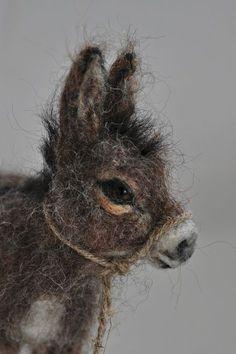 Needle Felted Donkey by darialvovsky Wet Felting, Needle Felting Kits, Needle Felting Tutorials, Needle Felted Animals, Felt Animals, Portrait Sculpture, Bag Crochet, Felt Fairy, Felt Mouse