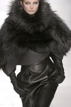 Leather Trends: Love the leather skirt and the Fur jacket <3 Fur Fashion, Look Fashion, High Fashion, Winter Fashion, Womens Fashion, Milan Fashion, Sporty Fashion, Fashion Ideas, Style Noir